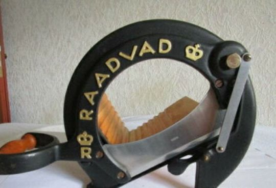 Raadvad 294 black bread slicer cutter guillotine  - Iron (cast/wrought)