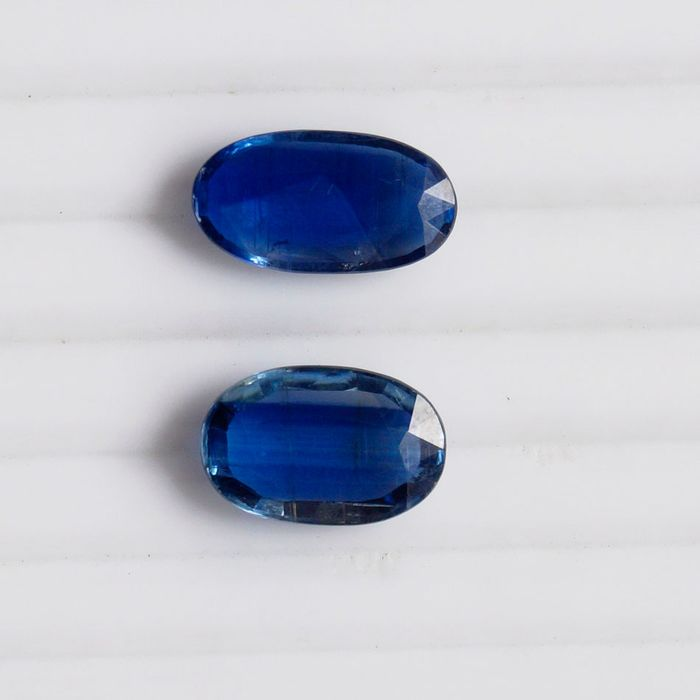 2 pcs  Kyanite - 5.85 ct