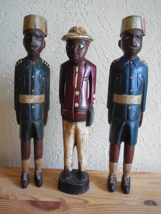 Lot of 3 statues of Colonel Baoulé Minister and his guards (3) - Wood - Baoulé - Côte d'Ivoire