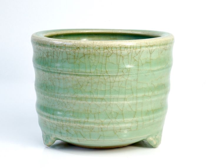 A Longquan Celadon Censer - Earthenware - China - Ming Dynasty - 15th Century