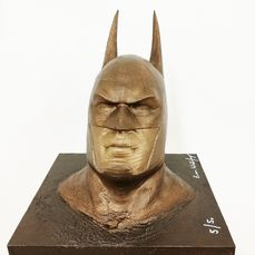 Emma Wildfang - BATMAN  bronzed - The sculpture on a bronzed wooden plate has a weight of 1670g