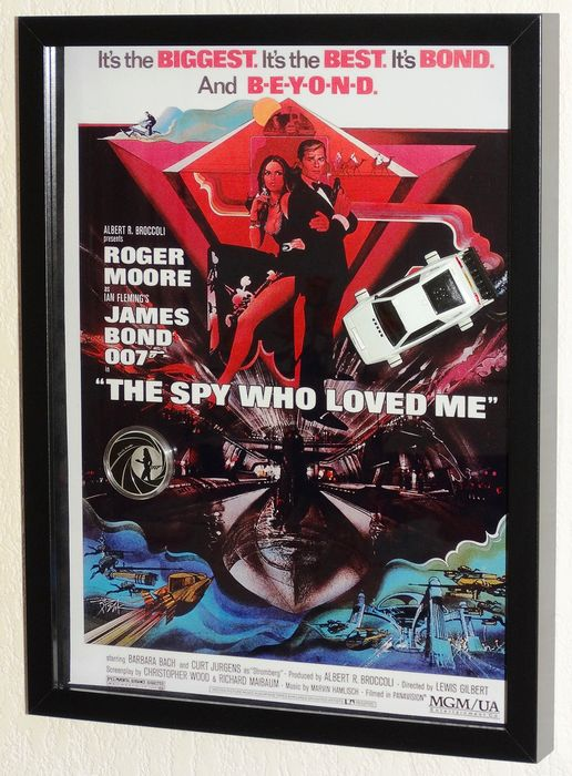 James Bond - Roger Moore - The Spy Who Loved Me Display with Lotus Esprit S1