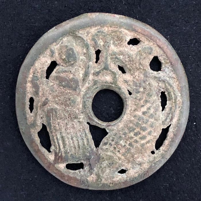 China - Æ Amulet / Charm coin - Song dynasty (c.a. 11-12th century) - 'a boy and a fish' - Brons
