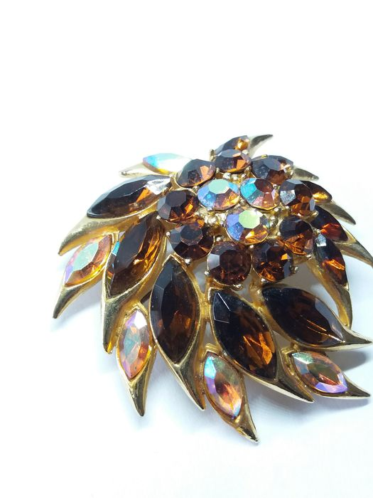 Gold Tone/Gold Plated - Signed Sphinx 1950s Aurora Borealis and Rhinestone Brooch