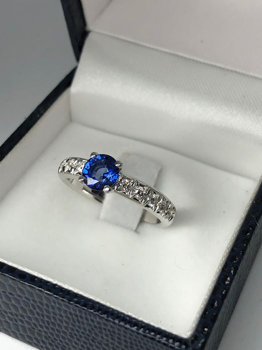 18 kt Vittguld - Ring - 1.05 ct Safir - Diamant