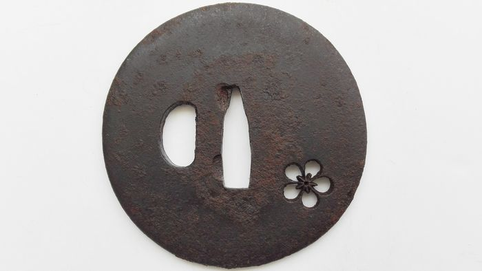 Beautiful ,Flower design big tsuba - Iron - Japan - Early Edo period
