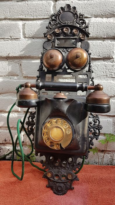 A rotary telephone JYDSK (?) in iron stand - Bakeliet