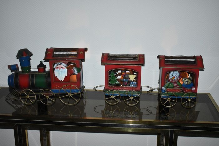 Large Christmas train locomotive (1) and wagons (2) with possibility to illuminate (3) - metal