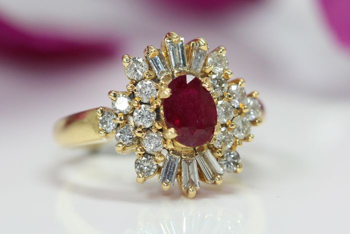 18 kt Gelbgold - Ring - 2.00 ct Rubin - Diamanten