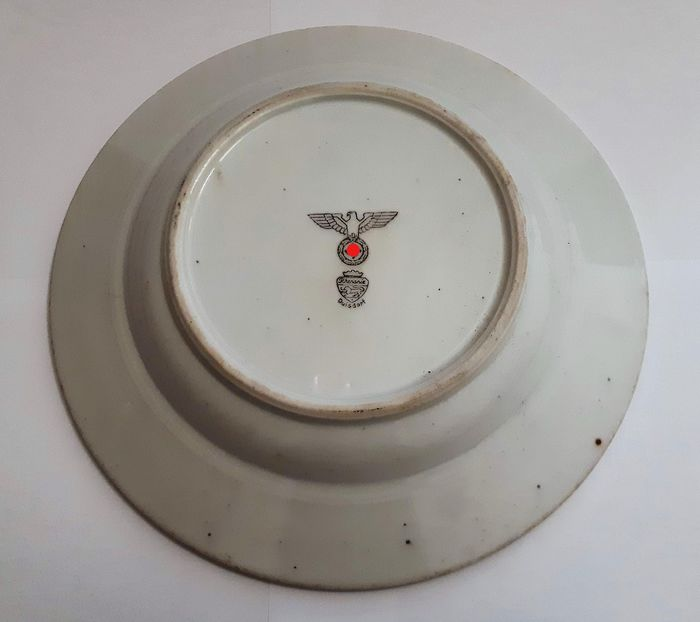 Germany - Army/Infantry -  WW2-3 Reich Large and beautiful German military plate  with a swastika for officers and soldiers of - 1942