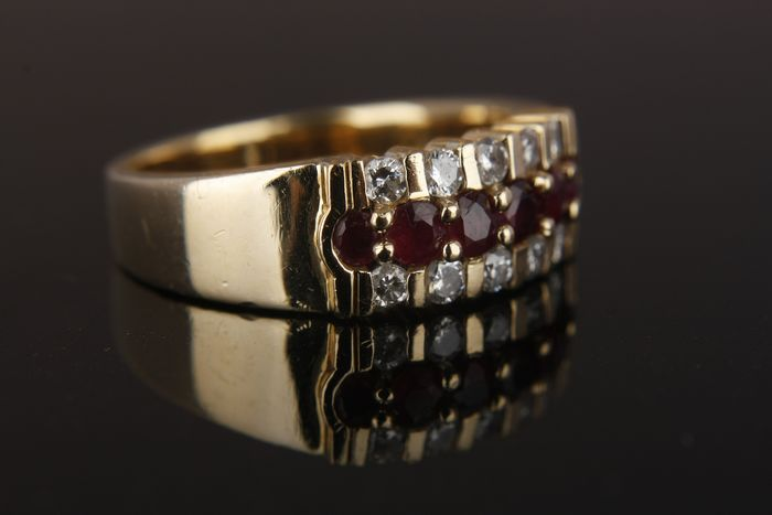 18 kt. Gold, Yellow gold - Ring Ruby - Diamonds