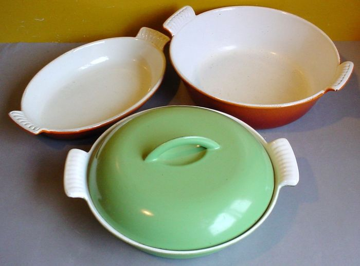 DRU / FE - Three cast iron dishes - Enameled cast iron
