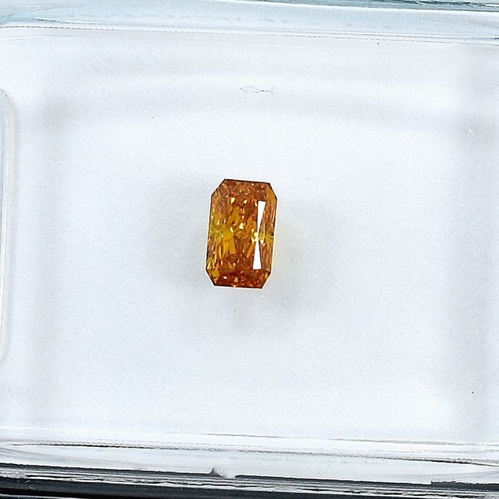 Diamant - 0.22 ct - Cut Cornered Rect.Mod Brilliant - Natural Fancy Deep Orangy Yellow - SI1