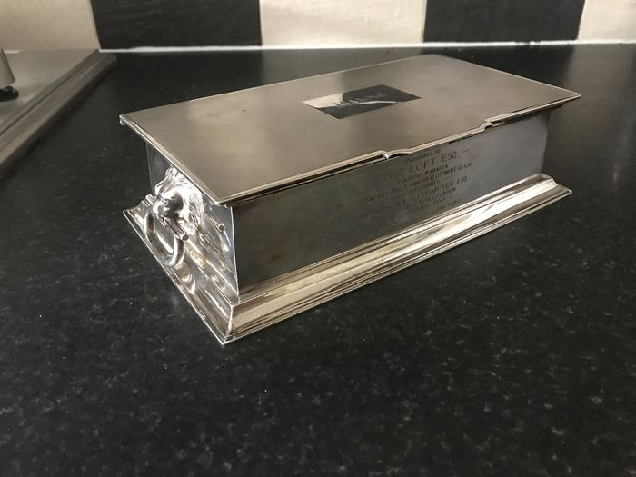 Cigarette box with lion handles - .925 silver, Silver