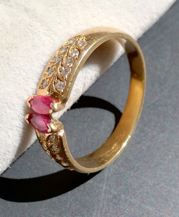 Porto - 19,2 kt. Gold - Ring - 0.86 ct Ruby - Diamonds