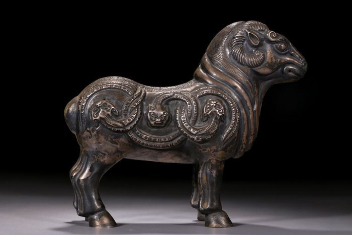 Figuur/beeld - Brons - Dier - A BRONZE FIGURE OF A SHEEP - China - Eind 20e eeuw