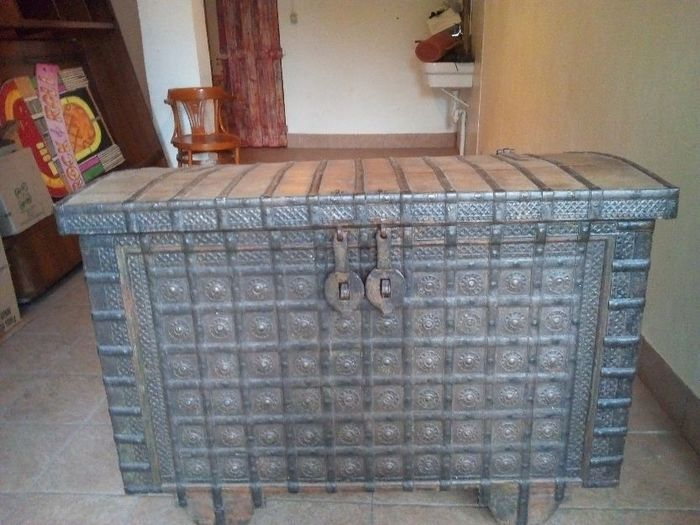Indian Bridal Trunk (1) - Teak wood and handmade wrought iron - India - Early 20th century