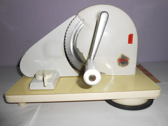 Geka 992 - Vintage hand crank manual bread cutter machine - metal