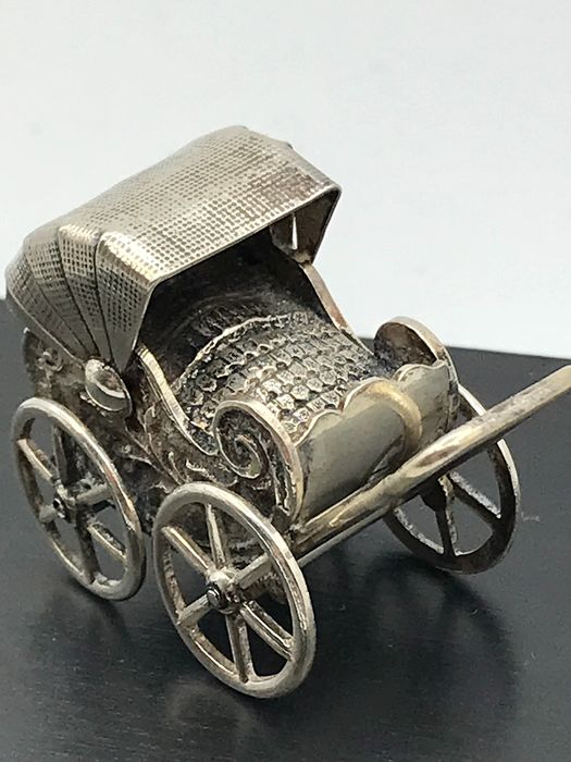 H.Hooykaas Schoonhoven  - Large Handmade Dutch silver miniature pram with baby - Silver