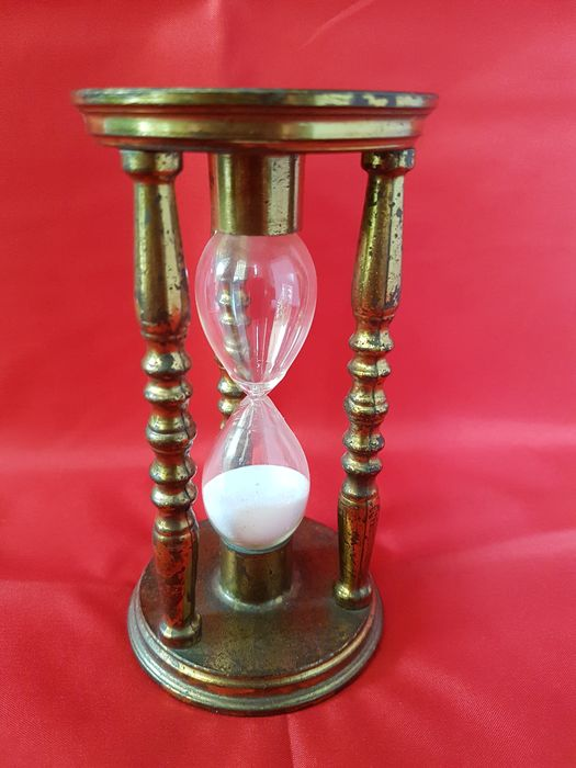 English - hourglass (2) - abstract - brass