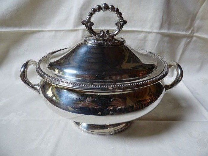 Tureen (1) - Silver plated - Collis &Co, London - England - Second half 19th century