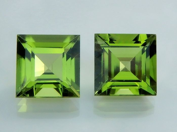 2 pcs Green Peridot - 3.87 ct