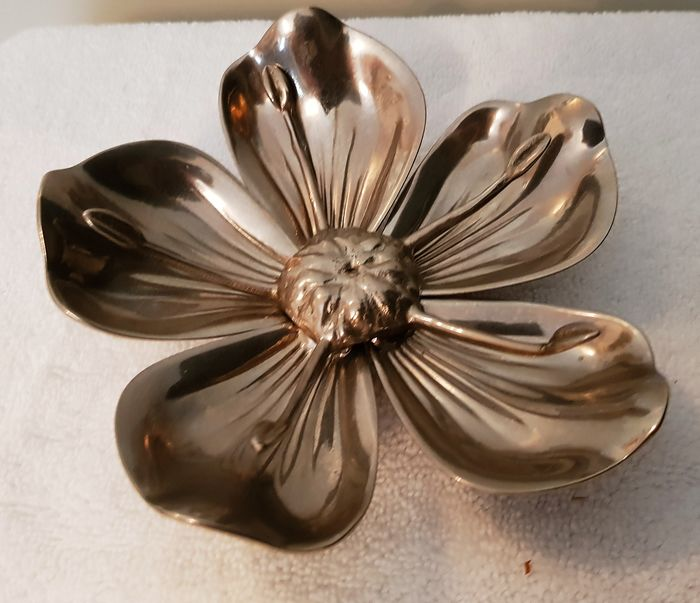 Ashtray, flower with 5 loose petals - chrome