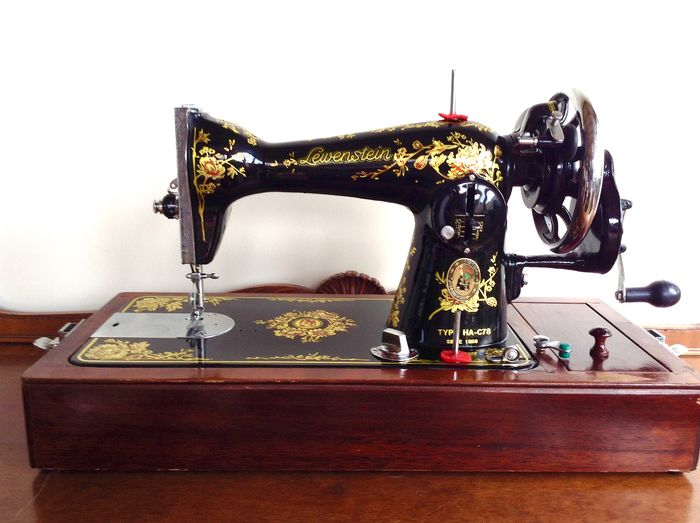 Lewenstein HA-C78 - Sewing machine with wooden dust cover, second half of the 20th century - Wood - iron
