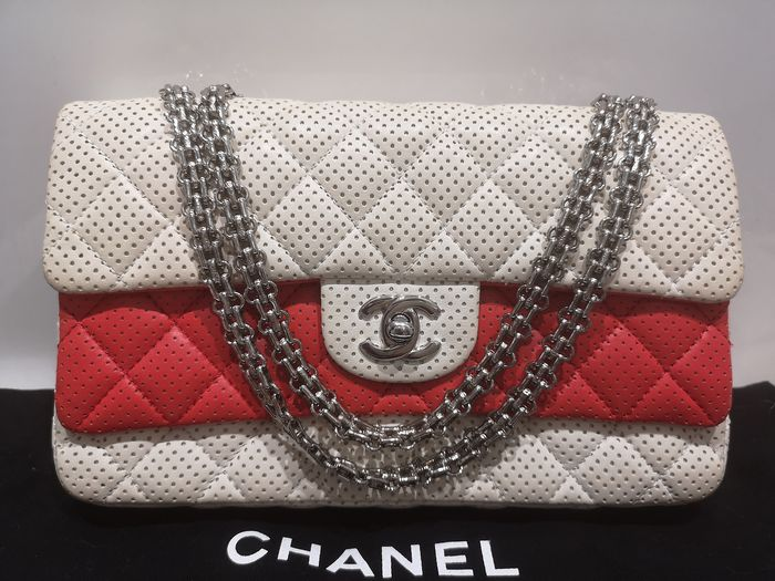 Chanel - Classic Medium Double Flap Perforated Leather White/Red Sac en bandoulière