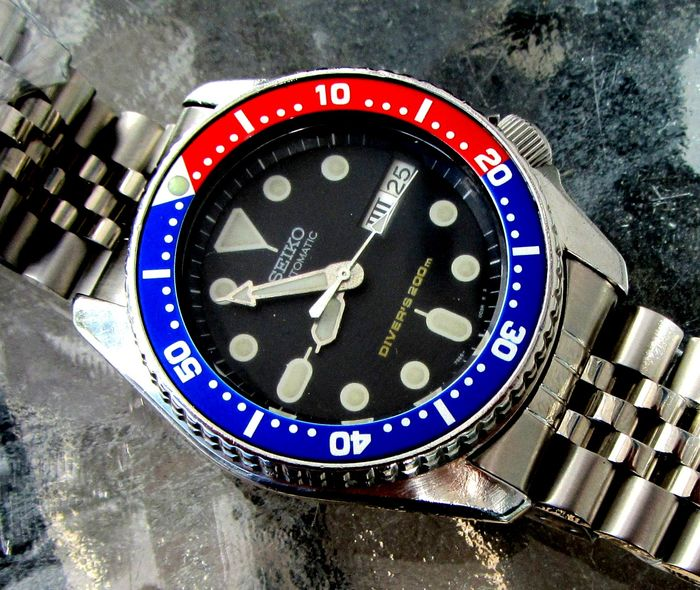 "Seiko - ""NO RESERVE PRICE"" SKX013 200M Pepsi Bezel Eng. Roman day date Diver Jubilee Band + Zulu Band - 7S26-0030 - Men - 1990-1999"