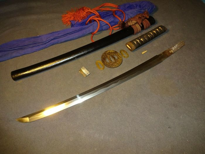 "Wakizashi in mountings,  signed ""Sukesada saku 祐定作"" mint condition - tamagahane - Japan - Early Edo period"