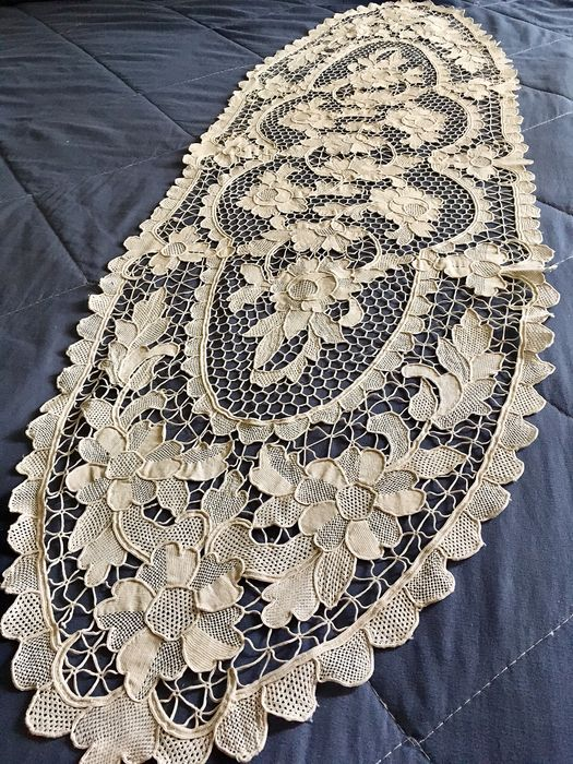 Elegant table runner in Burano lace - Cotton