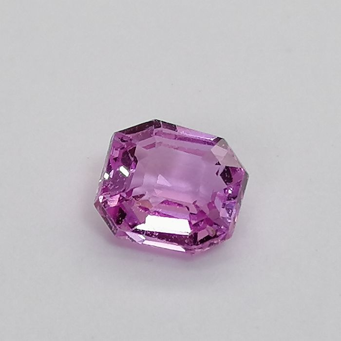 Pink Sapphire - 0.73 ct