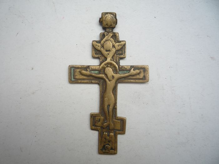 Medieval bronze cross with the crucifix of Jesus Christ - Bronze - Late 17th century