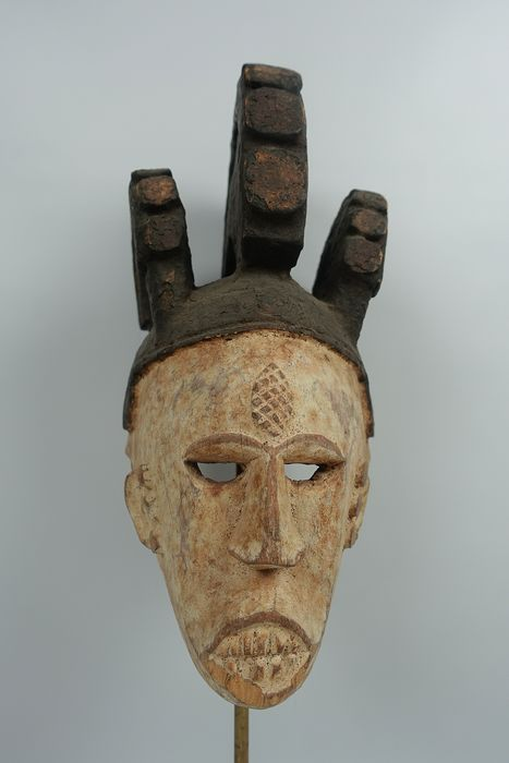 Dance mask - Wood, Kaolin, color pigments - Agbogho mmuo ? - Igbo - Nigeria