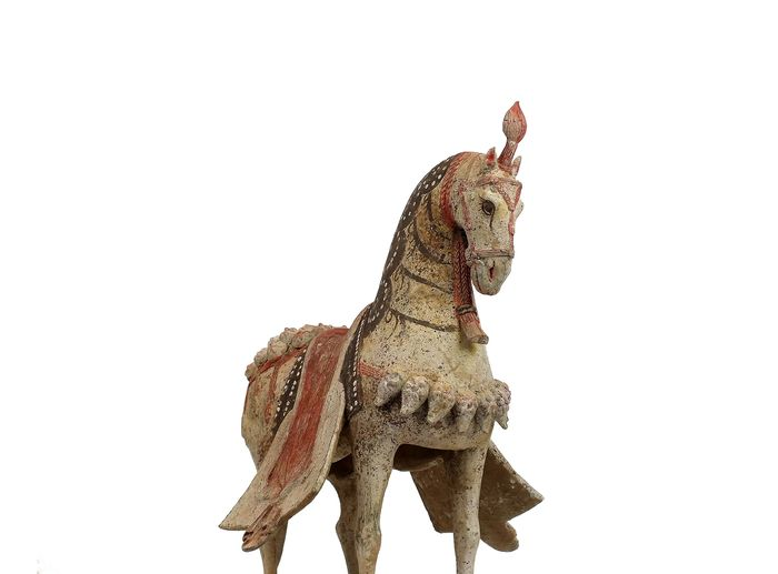 Mingqi - Terracota - A Superb  Standing Caparisoned Horse with Bridle and Blanketed Saddle, TL test, H 43 cm. - China - Dinastía Wei Oriental (534-550 A.D.)
