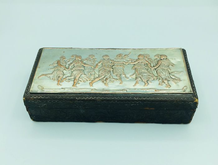 Box, jewelry box with bas-relief - Leather, Silverplate, Wood