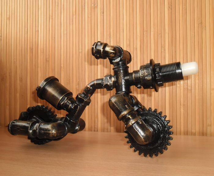 """Dekoratives Objekt - Table lamp """"Motorcycle"""" in the style of steampunk.  - 2017"""