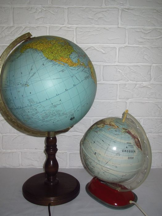 Set of 2 vintage globe with lighting - plastic, wood, brass