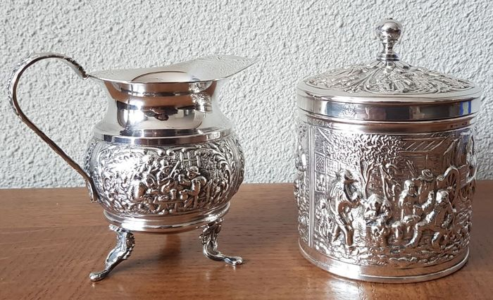 Herbert Hooijkaas - Schoonhoven - Zilverstad, gemaakt voor Douwe Egberts - Tea caddy or sugar canister and milk jug - Silverplate