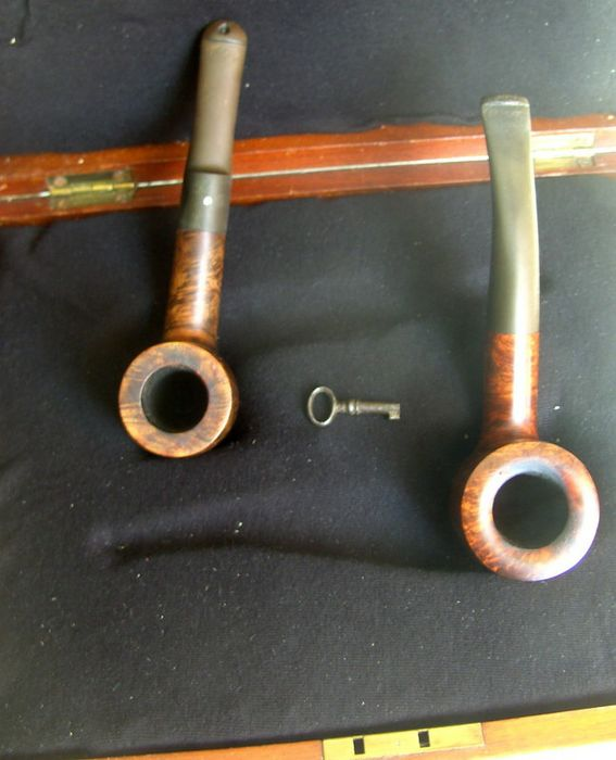Pipes in noble wooden casket (2) - Bryere