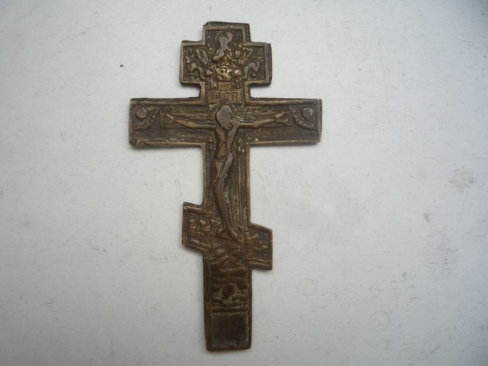 Medieval bronze cross with the crucifix of Jesus Christ - Bronze - 18th century