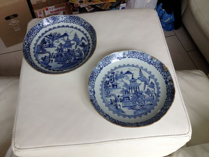 chinese plates with pagoda decoration (2) - Porcelain - China - 18th century