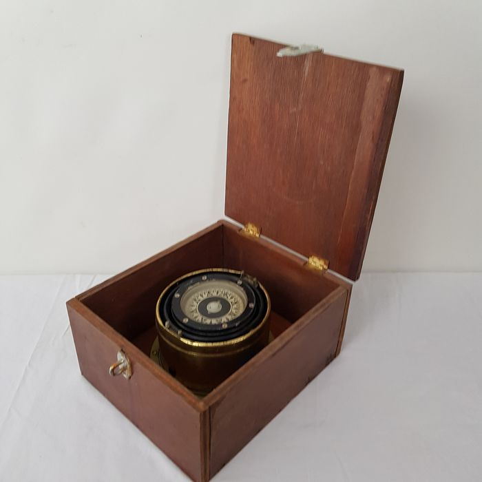 Saura compass in wooden box - P 75L - Brass - Second half 20th century