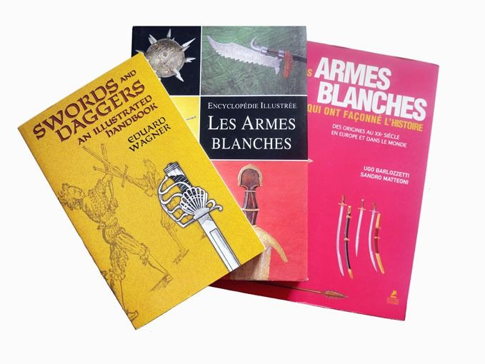 - - 3 livres : Armes blanches - - - - - -