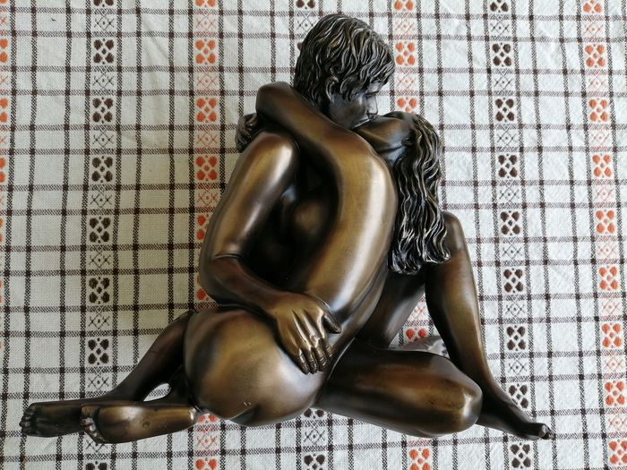 Oliver Tupton - Erotic lovers eternal kiss bronzed rasin sculpture