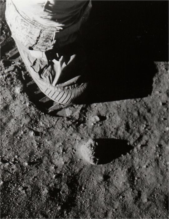 NASA - Apollo 11 - AS11-40-5880 (20 July 1969) - Iconic bootprint on lunar surface