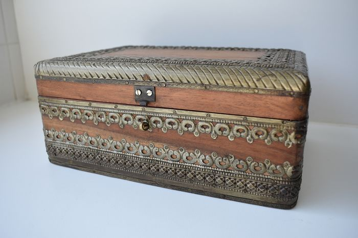 Handmade heavy, old jewellery box with copper embellishment (1) - wood, oak, copper