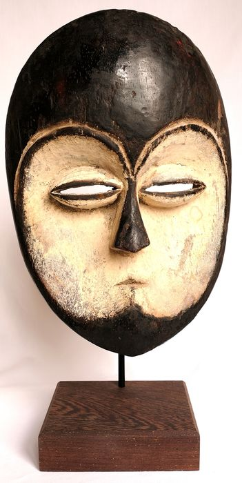 Pipibudze Dancemask - low density wood - Kwele - Gabon