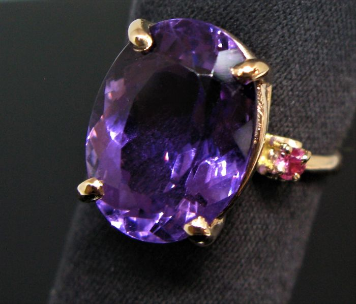 No reserve price - 9 kt Pink gold - Ring - 10.50 ct Amethyst - Pink sapphire 0,10 ct